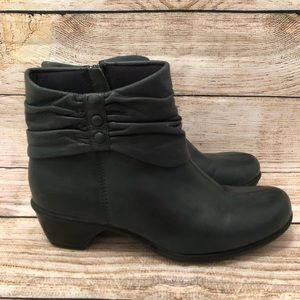 Clarks Bendables Zip Up Ankle Boots With Heel